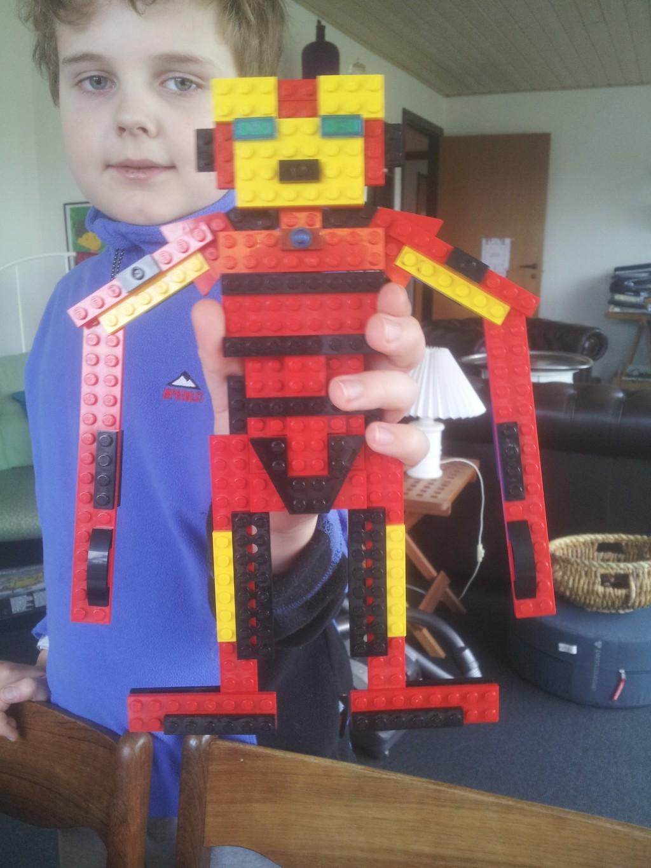 Martin har bygget Ironman i Lego