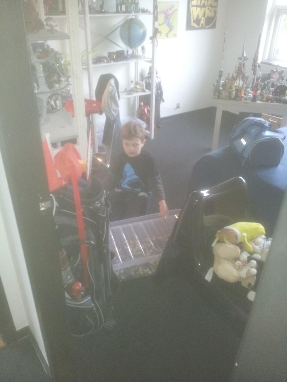 Martin starter med oprydning på site eget værelse