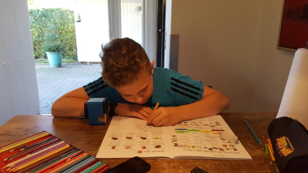 Martin laver skriftlig dansk